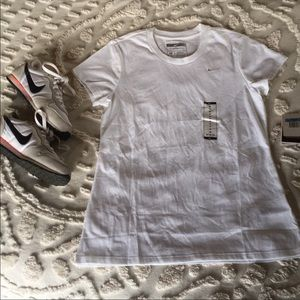 Nike White Athletic Tee Shirt Size Medium